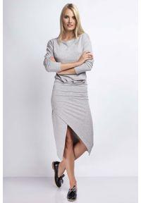 Nommo - Szara Casualowa Midi Sukienka z Kopertowym Dołem. Okazja: na co dzień. Kolor: szary. Materiał: bawełna. Typ sukienki: kopertowe. Styl: casual. Długość: midi