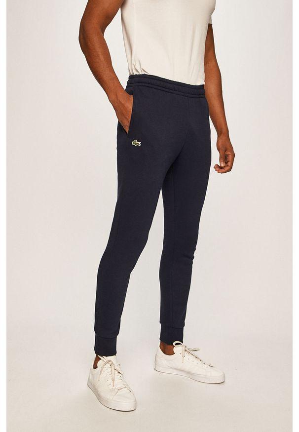 Lacoste - Spodnie XH9507. Kolor: niebieski. Materiał: materiał, bawełna, dzianina, poliester, elastan. Wzór: gładki