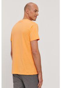 Guess - T-shirt. Okazja: na co dzień. Kolor: pomarańczowy. Materiał: bawełna, dzianina. Wzór: gładki. Styl: casual
