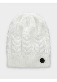 Biała czapka zimowa outhorn
