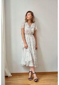 Marie Zélie - Sukienka Fleur jedwabna szary ornament. Kolor: szary. Materiał: jedwab. Długość rękawa: krótki rękaw. Wzór: kwiaty. Sezon: lato, zima. Długość: maxi