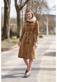 Marie Zélie - Trencz Adria bawełna z elastanem kamelowy. Materiał: bawełna, elastan. Sezon: lato. Styl: klasyczny #10