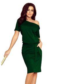 Numoco - Zielona Nowoczesna Prosta Sukienka z Szerokim Dekoltem. Kolor: zielony. Materiał: bawełna, elastan. Typ sukienki: proste