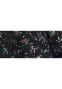 Czarna bluzka TOP SECRET z nadrukiem, z klasycznym kołnierzykiem, na jesień, elegancka