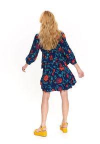 Niebieska sukienka TOP SECRET z dekoltem karo, na co dzień