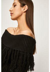 Czarny sweter ANSWEAR na co dzień, casualowy, z dekoltem typu hiszpanka