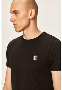 Czarny t-shirt TOMMY HILFIGER z nadrukiem, na co dzień