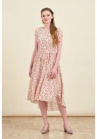 Marie Zélie - Sukienka Antea Matthiola różowa. Kolor: różowy. Materiał: wiskoza, materiał. Długość rękawa: krótki rękaw. Typ sukienki: asymetryczne