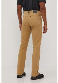 Wrangler - Spodnie ATG. Okazja: na co dzień. Kolor: beżowy. Materiał: tkanina, materiał. Wzór: gładki. Styl: casual