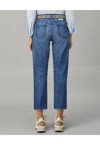 Tory Burch - TORY BURCH - Niebieskie jeansy z wysokim stanem. Stan: podwyższony. Kolor: niebieski. Wzór: aplikacja, kolorowy. Styl: klasyczny, vintage