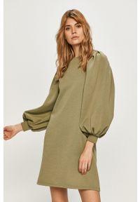 Vero Moda - Sukienka. Kolor: zielony. Materiał: dzianina, poliester. Długość rękawa: długi rękaw