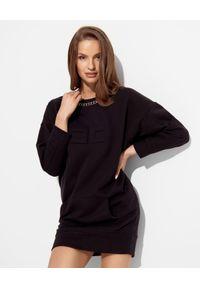 Elisabetta Franchi - ELISABETTA FRANCHI - Czarna sukienka mini z łańcuchem. Okazja: na co dzień. Kolor: czarny. Długość rękawa: długi rękaw. Wzór: aplikacja. Typ sukienki: proste, oversize. Styl: casual. Długość: mini