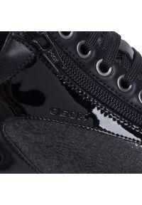 Geox - Sneakersy GEOX - D Tahina B D04BDB 0PV22 C9999 Black. Okazja: na co dzień, na spacer. Kolor: czarny. Materiał: zamsz, skóra ekologiczna. Szerokość cholewki: normalna. Sezon: lato. Styl: casual