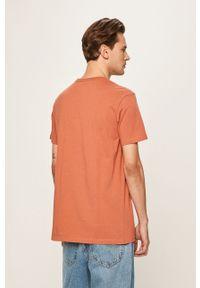 Brązowy t-shirt Quiksilver casualowy, z nadrukiem, na co dzień