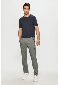 Nike - Spodnie. Okazja: na co dzień. Kolor: szary. Materiał: tkanina, włókno, skóra. Styl: casual