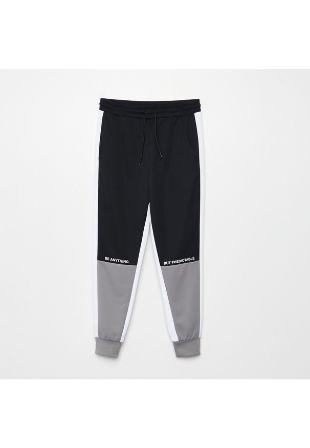 Cropp - Spodnie jogger - Jasny szary. Kolor: szary