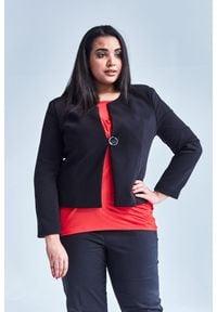 Moda Size Plus Iwanek - Czarny klasyczny, damski żakiet w dużych rozmiarach OVERSIZE PLUS SIZE WIOSNA. Okazja: na co dzień, do pracy, na imprezę. Kolekcja: plus size. Kolor: czarny. Materiał: jeans, poliester, tkanina, elastan. Sezon: wiosna. Styl: klasyczny