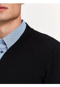 Czarny sweter TOP SECRET z okrągłym kołnierzem, na co dzień, w kolorowe wzory