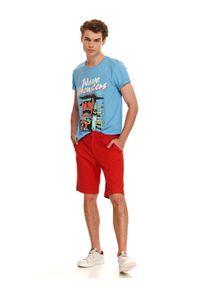Czerwone szorty TOP SECRET w kolorowe wzory, sportowe, na co dzień