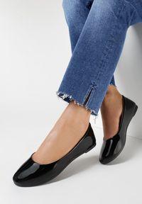 Born2be - Czarne Balerinki Phalymes. Nosek buta: okrągły. Kolor: czarny. Materiał: lakier. Szerokość cholewki: normalna. Wzór: kwiaty, gładki. Styl: klasyczny, elegancki