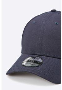 Niebieska czapka z daszkiem New Era gładkie