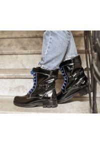 Niebieskie botki Zapato na płaskiej podeszwie, w kolorowe wzory, wąskie