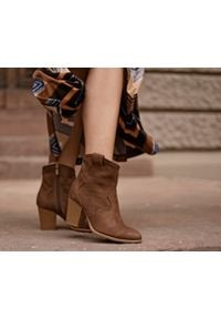 Zapato - ażurowe kowbojki - skóra naturalna - model 470 - kolor brąz przecierka. Kolor: brązowy. Materiał: skóra. Wzór: ażurowy