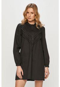 Jacqueline de Yong - Sukienka. Kolor: czarny. Materiał: tkanina, bawełna. Wzór: gładki. Typ sukienki: rozkloszowane