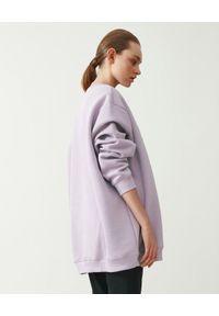 MMC STUDIO - Liliowa bluza z logo Label. Kolor: różowy, fioletowy, wielokolorowy. Materiał: jeans, bawełna. Długość rękawa: długi rękaw. Długość: długie. Wzór: haft, aplikacja