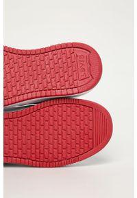 Czerwone buty sportowe Levi's® na sznurówki, na spotkanie biznesowe, z okrągłym noskiem, z cholewką