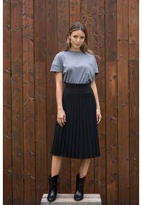 Szary t-shirt VEVA w kolorowe wzory, z krótkim rękawem