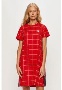 Czerwona sukienka Fila z okrągłym kołnierzem, z krótkim rękawem