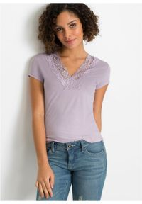 Shirt z koronką bonprix Shirt z kor d.bez. Typ kołnierza: dekolt w serek. Kolor: fioletowy. Materiał: koronka. Wzór: koronka