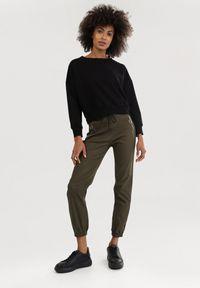 Born2be - Ciemnozielone Spodnie Joggery Mezvia. Kolor: zielony. Długość: długie. Sezon: jesień, wiosna, zima