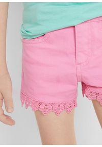 Szorty dziewczęce twillowe z koronką bonprix jasnoróżowy. Kolor: różowy. Materiał: koronka. Wzór: koronka