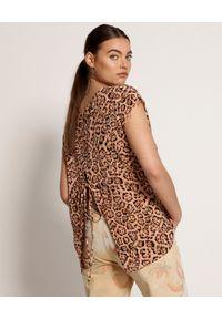ONETEASPOON - Koralowa koszulka w cętki. Okazja: na co dzień. Kolor: pomarańczowy. Materiał: wiskoza, jeans. Długość: długie. Wzór: motyw zwierzęcy, aplikacja. Styl: casual