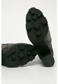 Czarne botki Guess Jeans na sznurówki, na średnim obcasie, z cholewką