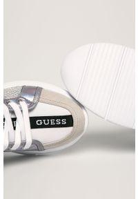 Białe buty sportowe Guess Jeans z okrągłym noskiem, z cholewką