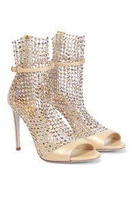 RENE CAOVILLA - Beżowe sandały z kryształami Galaxia. Nosek buta: okrągły. Zapięcie: pasek. Kolor: złoty. Obcas: na obcasie. Wysokość obcasa: średni