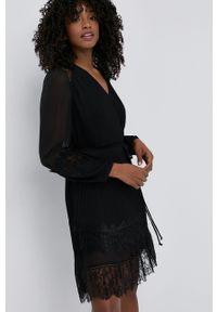 TwinSet - Twinset - Sukienka. Kolor: czarny. Materiał: tkanina, koronka. Długość rękawa: długi rękaw. Typ sukienki: plisowane, rozkloszowane