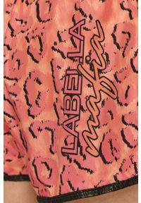 LABELLAMAFIA - LaBellaMafia - Szorty. Kolor: różowy. Materiał: dzianina. Wzór: nadruk