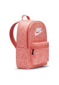 Plecak sportowy Nike Heritage AOP2 DC5096. Materiał: poliester. Wzór: paski, nadruk. Styl: sportowy