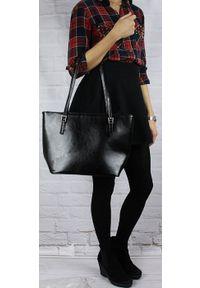 Czarna torebka DAN-A klasyczna