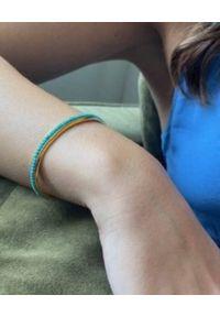 HERMINA ATHENS - Pozłacana bransoleta z howlitami. Materiał: pozłacane. Kolor: złoty