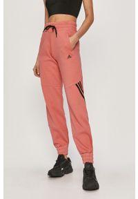 Różowe spodnie dresowe adidas Performance z aplikacjami
