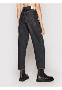 Czarne boyfriendy Calvin Klein Jeans