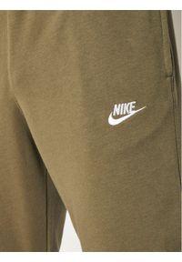Zielone spodnie dresowe Nike
