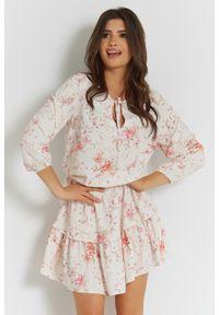 e-margeritka - Zwiewna sukienka mini z falbanami - 34. Materiał: szyfon, materiał, poliester. Typ sukienki: rozkloszowane. Długość: mini
