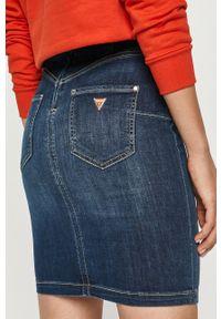 Guess - Spódnica jeansowa. Stan: podwyższony. Kolor: niebieski. Materiał: jeans
