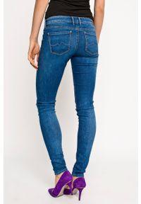 Pepe Jeans - Jeansy Soho. Kolor: niebieski. Wzór: aplikacja